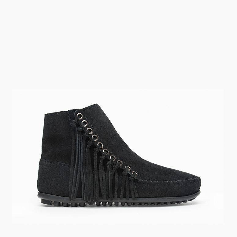 Women's Minnetonka Moccasin Willow Boot Black